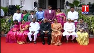 CM KCR Family Photo with Governor Narasimhan Family | Oath Taking Ceremony | Raj Bhavan