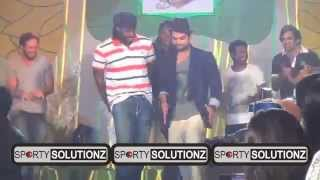 VIRAT KOHLI GAYLE AND MURALITHARAN DISCO DANCE ON RAMP