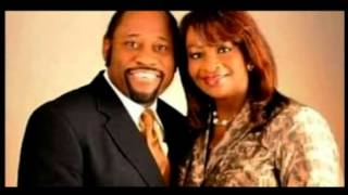 DR. PHILLIP G. GOUDEAUX PAYS TRIBUTE DR. MYLES MUNROE & HIS WIFE, RUTH