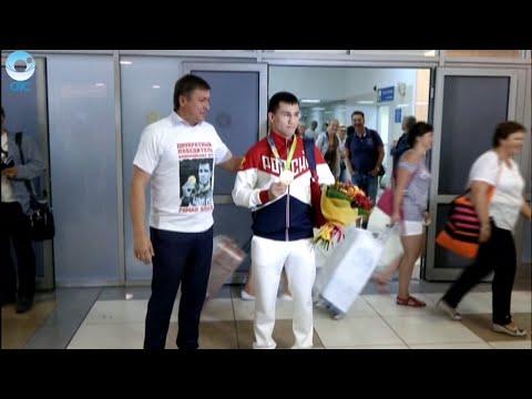 Двукратный олимпийский чемпион по греко-римской борьбе Роман Власов вернулся в Новосибирск