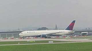 Airport STR 28.08.13: Delta 767-300, United 757-200