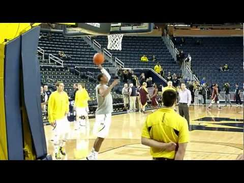 Michigan basketball during warmups