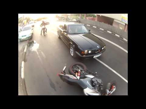 BMW въехал в мотоциклиста