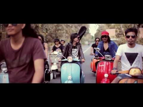 Jamphe Johnson - Besi Tua Scooter Holiday