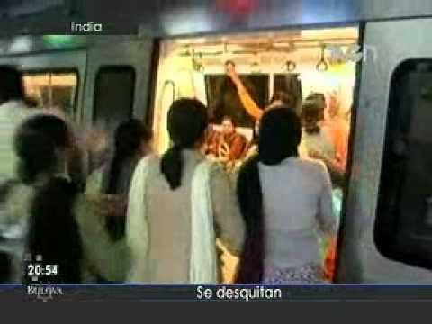 Mujeres golpean a hombres en el metro de la India