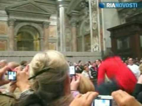 Video of the Pope Benedict XVI being attacked by a Woman during Christmas Eve Celebration
