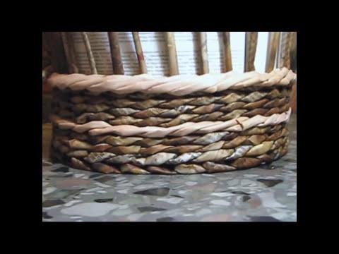 Cesteria de bordes decorativos con periodicos. Cuerda.