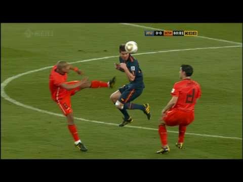 Nigel De Jong Karate Kick on Xabi Alonso