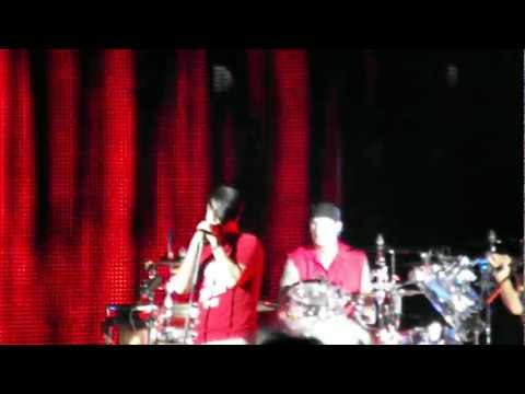 Red Hot Chili Peppers - Look Around (Tampa FL 3-29-12)