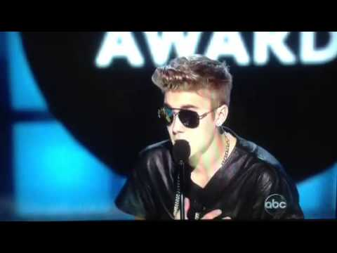 Justin Bieber WINNING MILESTONE AWARD Billboard Music Awards 2013