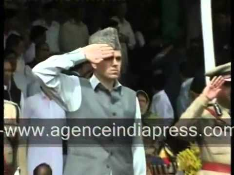 Shoe thrown at Omar Abdullah in Srinagar on 15 August.flv
