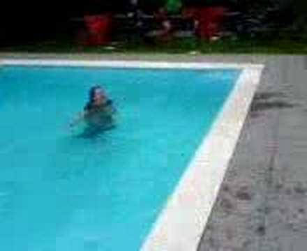 Marjolein wordt water ingedumpt