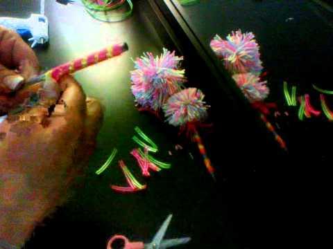 Plumas decoradas con ponpones youtube - Plumas para decorar ...