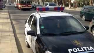 Mașina poliției parcată în mod ilegal/periculos