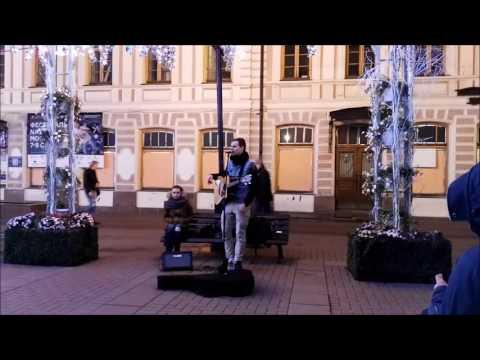 Уличные Музыканты Красиво Поет под Гитару Супер Голос ~ Песня Кукушка