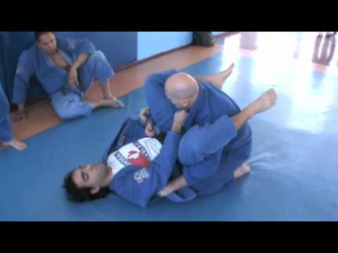 BJJ CLASS -CRUCIFIX  WHEN PASSING THE GUARD  - VAUVENARGUES MARINHO Image 1