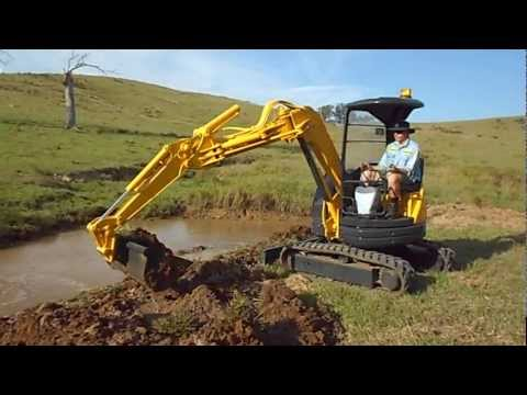 How to Dig With a Mini Excavator Komatsu PC28UU-2