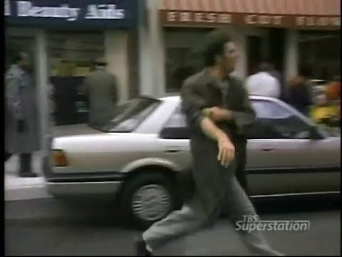 Cosmo kramer gets bitten by Jon Voight