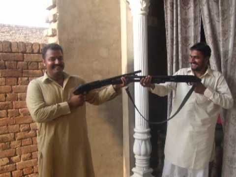 Sir Te Pag Rakh Nachna Yarro Shonk Punjabi Da video