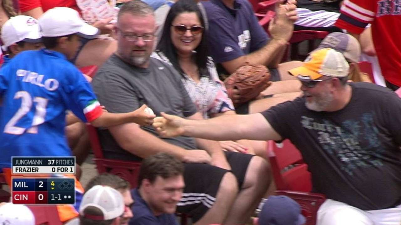 MIL@CIN: Fan holds on for souvenir, gifts ball to kid
