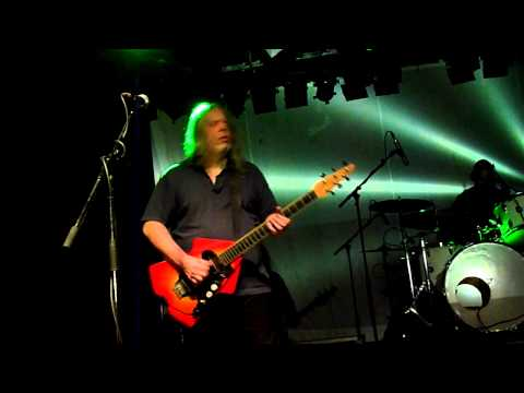Nick Saloman - Guitars and Vocals, Adrian Shaw - Bass and Vocals, Paul Simmons - Guitars, Dave Pearce - Drums : Bevis Frond live im Hirsch, Nürnberg am 14.5....