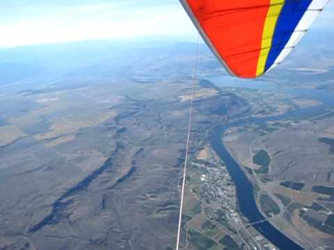 Few turns in a hang glider over Chief Joseph dam Bridgeport wa