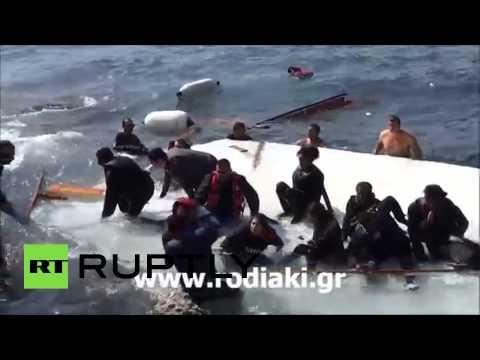 غرق سفينة تقل أكثر من 300 مهاجر قرب سواحل اليونان