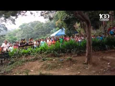 Rescatan los cuerpos de tres personas que fallecieron al interior de un pozo en Juayúa
