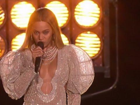 Beyonce shocks CMA Awards