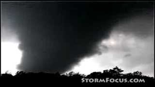 WARNING : VERY LOUD - Inredible Roar of Huge Tornado at Very Close Range