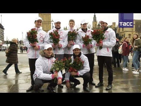 Из России с любовью: Российские мужчины поздравили жительниц Европы и США с 8 марта