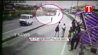 Just Missed Major Accident at BB nagar Bus Stand   Yadadri Bhuvanagiri   TNews Telugu