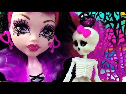 Monster High Draculaura Ghouls Rule Wings Costume Doll Movie Opening Toy Review Skeleton