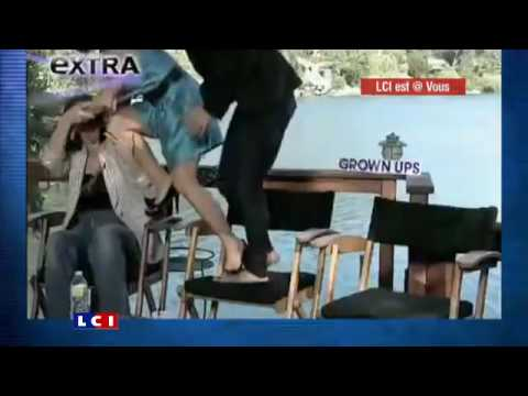 Salma Hayek afraid of a snake during interview ! Video