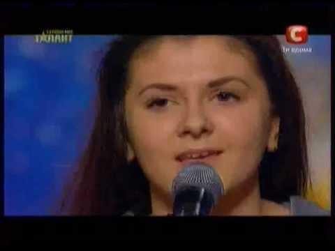 украина мае талант 4 Днепр девушка из зала поет.mov