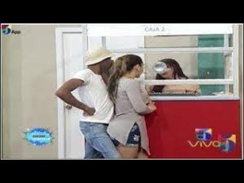 Popolo Acosando A La Colombiana En La Agencia De Envios - El Show De La Comedia