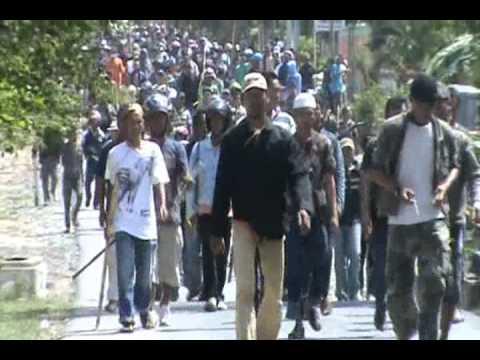 Bali vs Lampung -- Deretan dijalan raya