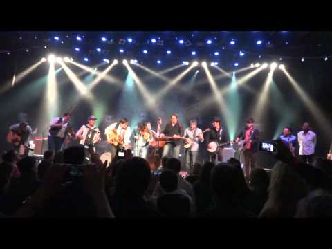 Mumford&Sons - Wagon Wheel with Jerry Douglas on Dobro&Old Crow Medicine Show (unplugged)