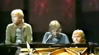 Watch Harry Nilsson Let The Good Times Roll video