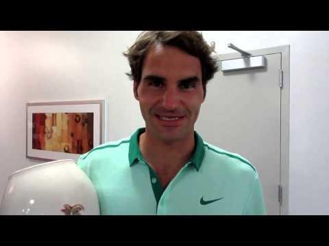 Roger Federer thanking fans after Cincinnati 2014 final