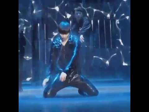 EXO's Lay Extremely Sexy Dance ♡