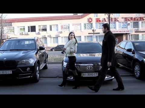 Как снять девушку с помощью автомобиля.