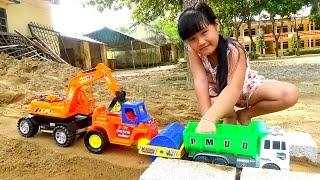 Excavator trucks toy Đồ chơi máy xúc xe tải xe lu làm đường by giai tri cho be yeu
