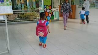 Bé  Kim  Chi  3 tuổi  đi học không  khóc  nhè _  thật  là  cưng