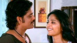 Nagarjuna Kissing To Anushka...