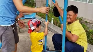 Trò chơi Ba làm cảnh sát bắt Tin Siêu Còi đua xe trong công viên ❤ Kids Toy BeNo ❤