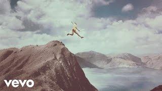 Calle 13 - La Vida (Respira el Momento)