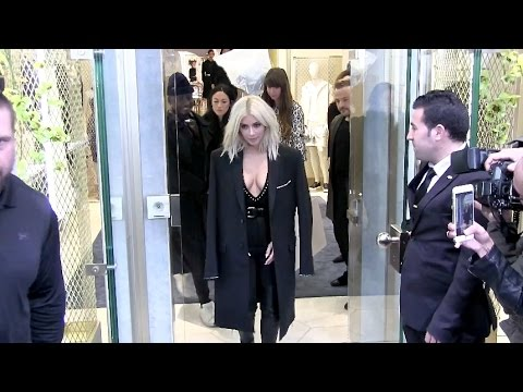 EXCLUSIVE - VERY HOT Kim Kardashian shopping at La Perla LINGERIE store in Paris
