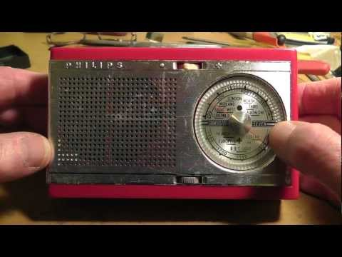 PHILIPS LOG90T radio- view of PCB repair and tuning cap replaced