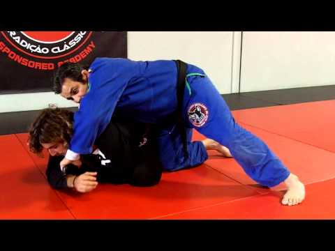 Jiu Jitsu Techniques - triangle attack at all four or turtle Image 1